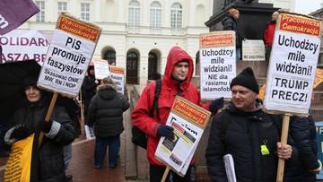 """18-03-2017 17:35 """"Chcemy uchodźców, nie narodowców"""". Protesty przeciw rasizmowi"""