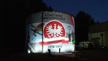 2017-10-31 Uczcili Powstanie Wielkopolskie. Wspólnie namalowali na ścianie okolicznościowy mural