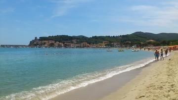 20-08-2016 06:18 Grabie, flet, mikroskop, czyli co turyści zostawiają na plażach we Włoszech