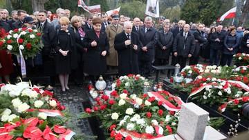 10-04-2016 13:01 Szydło i Kaczyński oddali hołd ofiarom katastrofy smoleńskiej