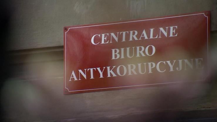 CBA zatrzymało trzy osoby, w tym byłą urzędniczkę z Krzeszowic