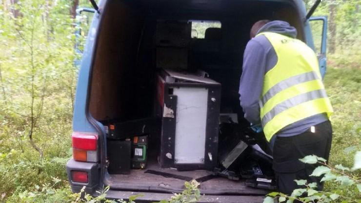 Pusty bankomat w środku lasu. Policja szuka złodziei