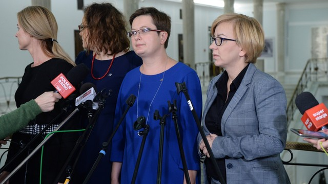 Nowoczesna: Żądamy dymisji minister edukacji; poprzemy wniosek PO