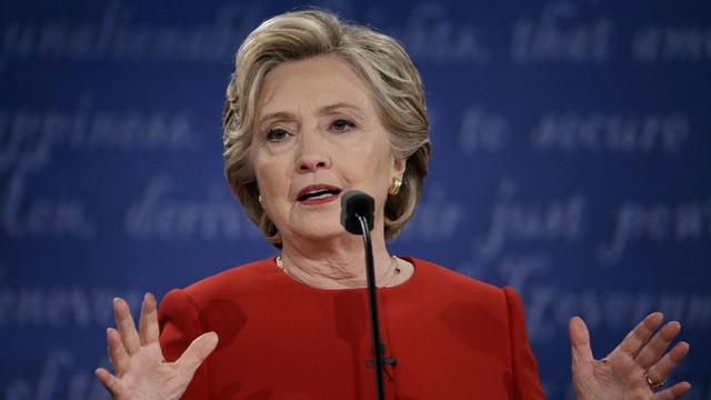 FBI wznawia śledztwo ws. maili Clinton