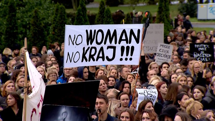 Burmistrz Wadowic wspierał protestujące kobiety. Zdaniem prokuratury nie przekroczył uprawnień