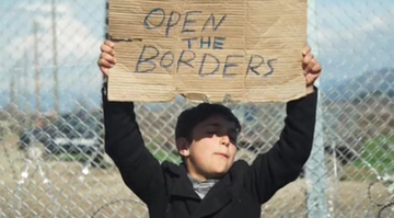 27-02-2016 19:03 Tysiące migrantów utknęło na granicy Grecji i Macedonii. Protestują