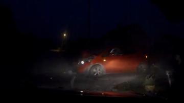 Pijany policjant na L4 wjechał wprost w inny samochód. Miał 3,4 promila alkoholu [MAMY NAGRANIE Z WYPADKU]