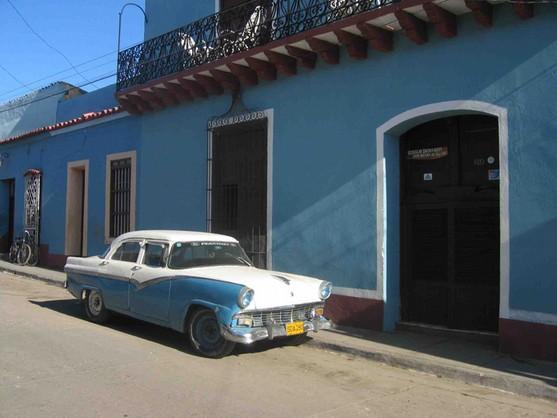 Na Kubie wolno handlować nowymi autami (PAP)