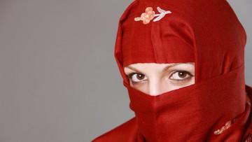 Kanada: premier wyklucza zakaz burkini, policjantki mogą nosić hidżaby