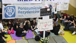 Rezydenci w ramach strajków będą pracować bez nadgodzin - co z nocną pomocą lekarską?