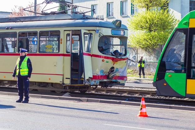 Poznań: zderzenie 3 tramwajów. Są ranni
