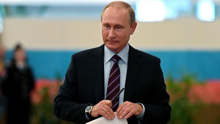 Putin i Miedwiediew oddali głos w wyborach lokalnych w Moskwie