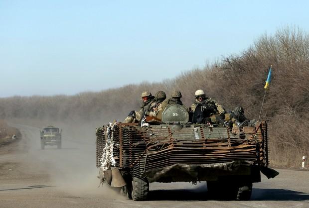 Ukraina: za wcześnie na wycofanie ciężkiego uzbrojenia