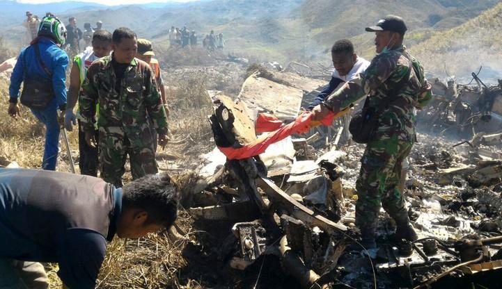 Indonezja: 13 osób zginęło w katastrofie samolotu