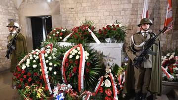 14-04-2017 14:45 Prokuratura zbada jednak, czy Jarosław Kaczyński został znieważony na Wawelu