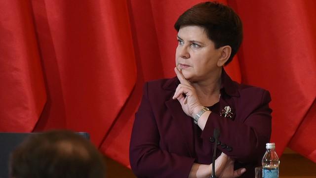 CBOS: 36 procent Polaków popiera gabinet Beaty Szydło, 33 procent przeciwników