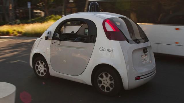 Samochód bez kierowcy od Google'a zatrzymany przez policję - jechał zbyt wolno