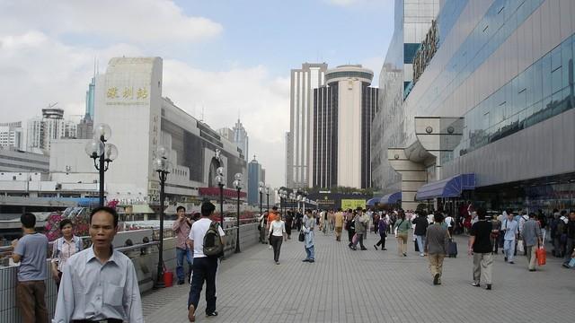 Chiny - 2 ofiary śmiertelne, 9 rannych w ataku mężczyzny z tasakiem