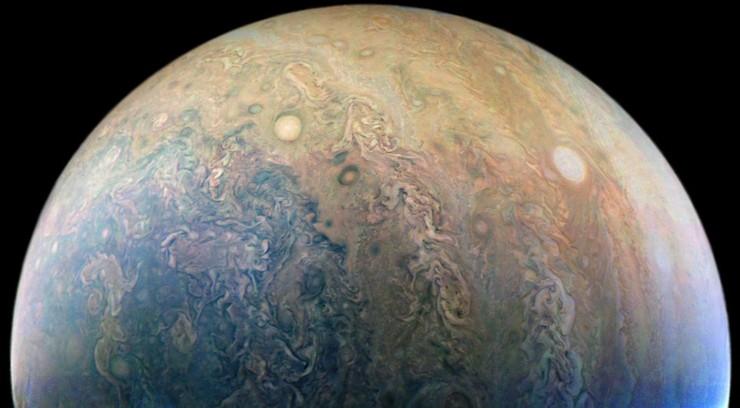Nowe zdjęcia Jowisza. Przetworzyli je internauci
