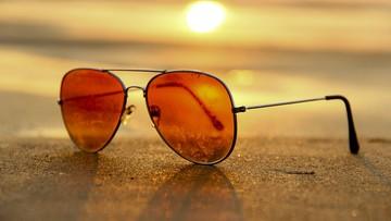 Zamiast chronić, szkodzą. Ekspert przestrzega przed tanimi okularami przeciwsłonecznymi z bazaru