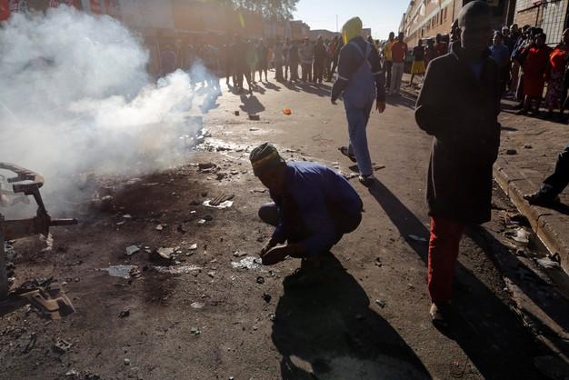 RPA: antyimigranckie zamieszki - 7 ofiar, 300 osób aresztowanych