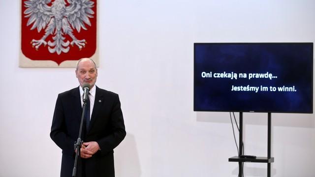 PO: Minister Macierewicz cynicznie gra katastrofą smoleńską