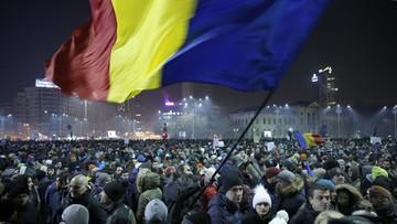 01-02-2017 06:00 Rumunia: socjaldemokraci pomagają skorumpowanym kolegom