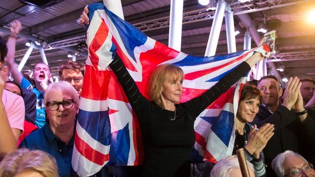 Sondaż: rośnie przewaga zwolenników wyjścia z UE
