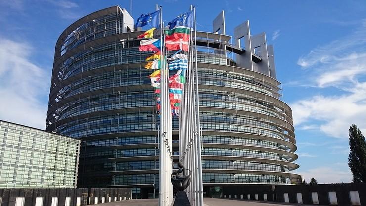 Parlament Europejski zamyka sprawę finansowania wydatków PiS i torysów ze środków UE