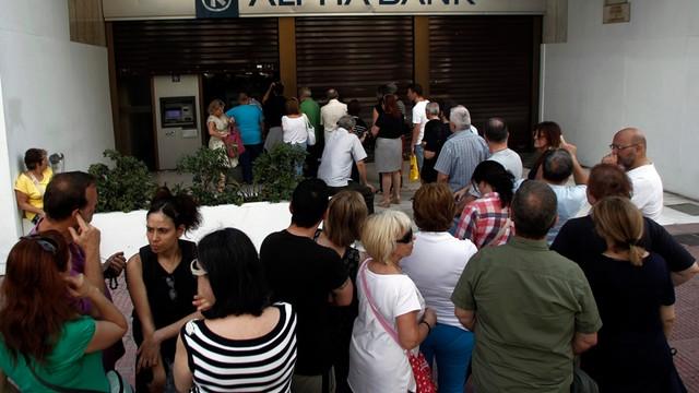 Kryzys w Grecji. Eksperci ostrzegają: zamknięcie banków może być początkiem końca