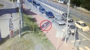 30-06-2017 11:41 Nietrzeźwa matka nie zauważyła, że jej synek wyszedł z domu. 3,5-latek błąkał się po ulicach