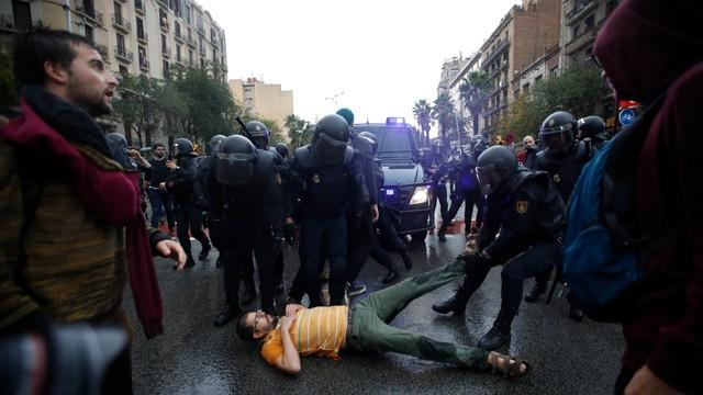 Rząd Katalonii: 844 rannych podczas referendum