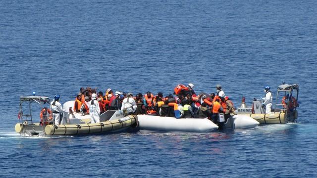 Koniec fali migrantów? Unia pomoże Włochom w zamknięciu szlaku migracyjnego
