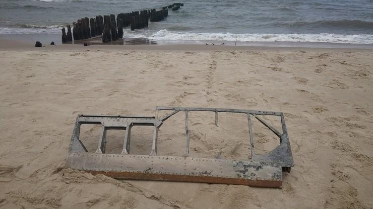 Spacer po plaży zakończył się... odnalezieniem fragmentu samolotu