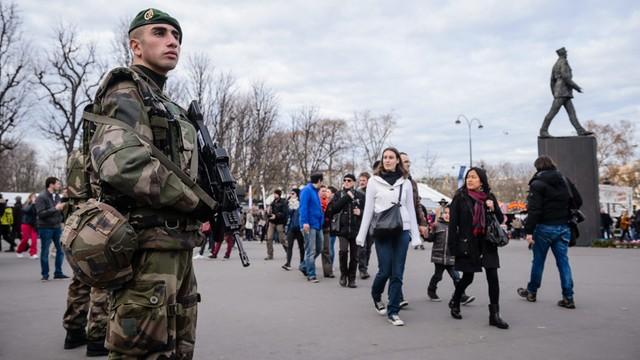 Francja: Na Nowy Rok zmobilizowano ponad 100 000 policjantów i żandarmów
