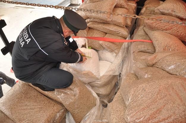 Bursztynowy rekord w Dorohusku. Celnicy zatrzymali 1,5 tony jantaru