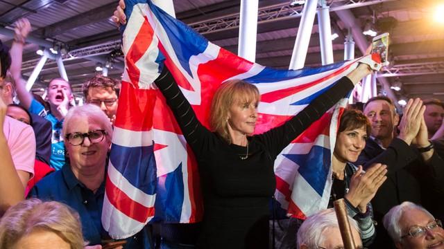 W.Brytania: Dwa razy więcej wniosków o paszport Irlandii po referendum