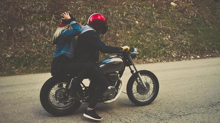 Chciał przewieźć 3-letnią córkę motorowerem. Ale pił i się przewrócili. Dziecko w szpitalu