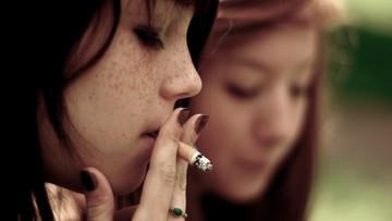 Mężczyźni w Polsce przestają palić. W trzy lata 10 procent zdecydowało się rzucić papierosy