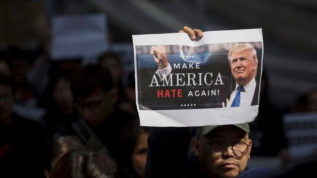 Sondaż: mniej niż 1/3 Amerykanów czuje się bezpieczniej po dekrecie Trumpa