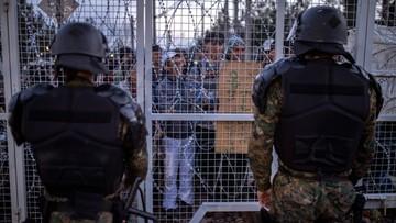 23-02-2016 07:50 Grecja: policja usuwa migrantów z granicy z Macedonią
