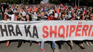 01-10-2016 20:04 Albania: kilkutysięczny protest w przeciwko importowi śmieci
