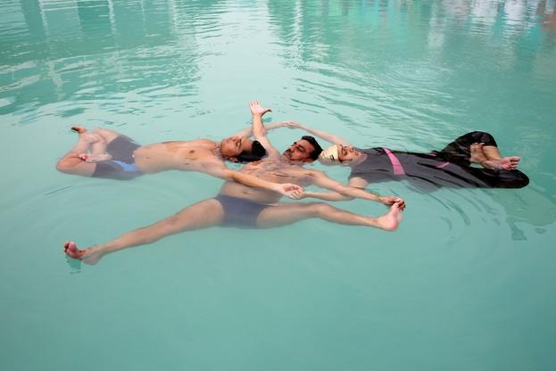 Joga w basenie. Tak uczcili Międzynarodowy Dzień Jogi