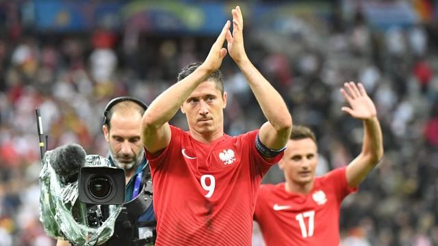 Lewandowski i Krychowiak nominowani do Drużyny Roku UEFA