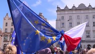 W Krakowie - żywa flaga Unii Europejskiej