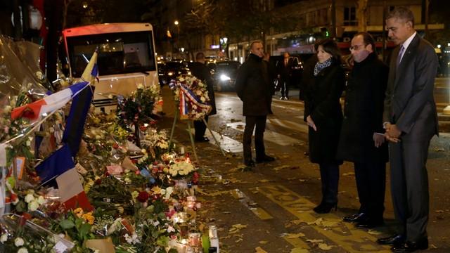 Prezydent USA złożył hołd pamięci ofiar zamachów w Paryżu