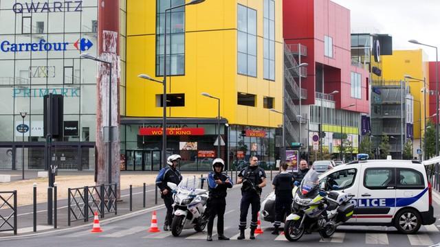 Atak na centrum handlowe pod Paryżem - to nie byli terroryści