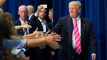 22-08-2016 23:12 Trump stara się zjednać sobie grupy wyborców, których do siebie zraził