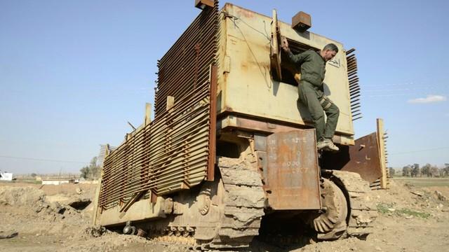 Irak. Koalicja: wszystkie drogi do Mosulu odcięte, IS jest w pułapce