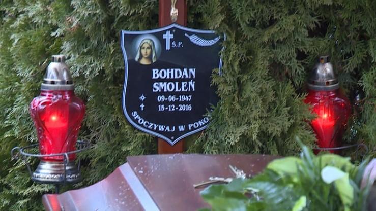 """""""Spotkamy się gdzieś tam, żeby rozbawić Pana Boga"""". Pogrzeb Bohdana Smolenia"""